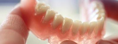 denture replaces teeth